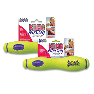 Kong AirDog Squeaker Fetch Stick met Touw | Petcure.nl